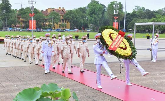 Lãnh đạo Đảng, Nhà nước vào Lăng viếng Chủ tịch Hồ Chí Minh ảnh 5