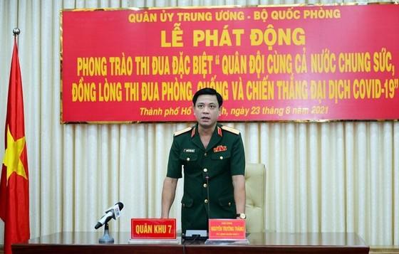 Quân đội quyết tâm đoàn kết, chung sức đẩy lùi dịch bệnh và đảm bảo đời sống cho người dân ảnh 4
