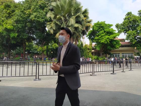 Đông đảo nghệ sĩ, người dân đến viếng, tiễn biệt nghệ sĩ Chí Tài  ảnh 12