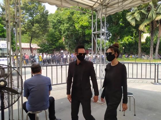 Đông đảo nghệ sĩ, người dân đến viếng, tiễn biệt nghệ sĩ Chí Tài  ảnh 11