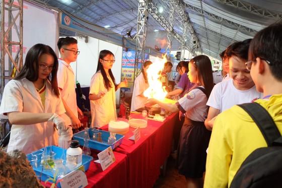 Hơn 30 gian hàng tham gia liên hoan tuổi trẻ sáng tạo ảnh 1
