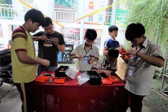 Hơn 30 gian hàng tham gia liên hoan tuổi trẻ sáng tạo ảnh 2