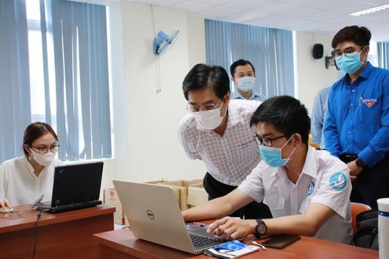 Sinh viên ngành y tham gia hỗ trợ công tác phòng chống dịch Covid-19 ảnh 1