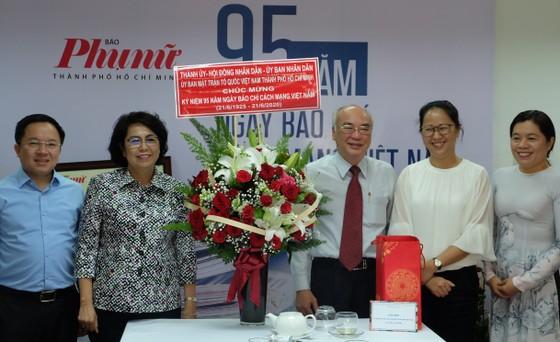 Lãnh đạo TPHCM thăm các cơ quan báo chí nhân Ngày Báo chí Cách mạng Việt Nam ảnh 1