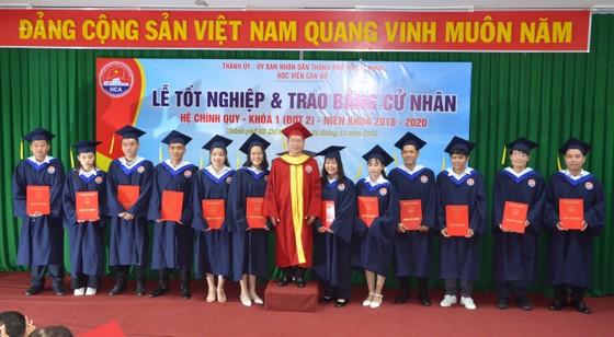 135 sinh viên Học viện Cán bộ TPHCM nhận bằng tốt nghiệp ảnh 1
