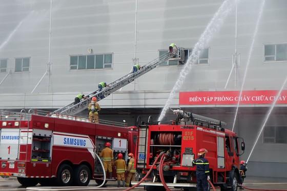Diễn tập phương án phòng cháy chữa cháy tại Công ty Điện tử Samsung ảnh 3