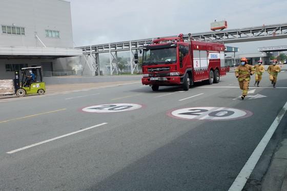 Diễn tập phương án phòng cháy chữa cháy tại Công ty Điện tử Samsung ảnh 1