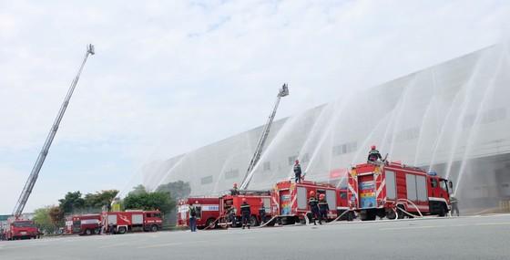 Diễn tập phương án phòng cháy chữa cháy tại Công ty Điện tử Samsung ảnh 4