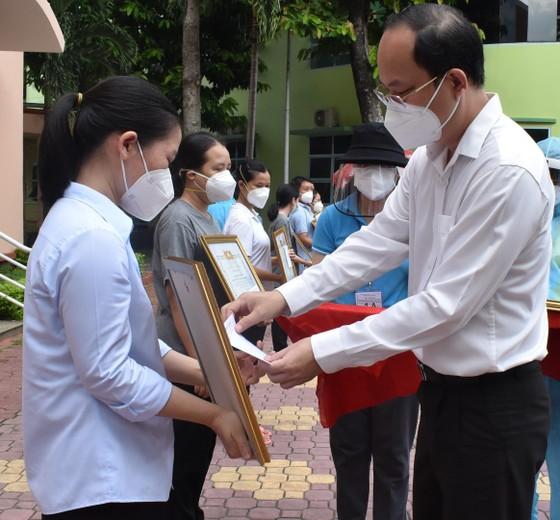 TPHCM đón 91 tình nguyện viên tôn giáo hoàn thành nhiệm vụ chống dịch Covid-19 ảnh 1