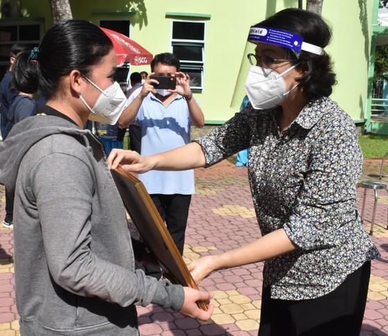 TPHCM đón 91 tình nguyện viên tôn giáo hoàn thành nhiệm vụ chống dịch Covid-19 ảnh 2