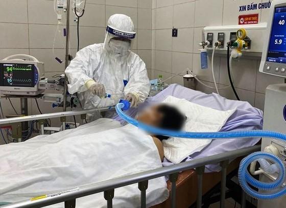 Mắc Covid-19 nặng, cụ bà gần 100 tuổi được xuất viện sau 20 ngày điều trị ảnh 1