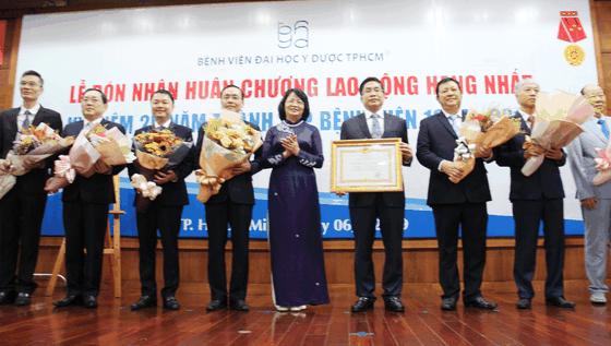 Bệnh viện Đại học Y dược TPHCM đón nhận Huân chương Lao động hạng Nhất ảnh 1