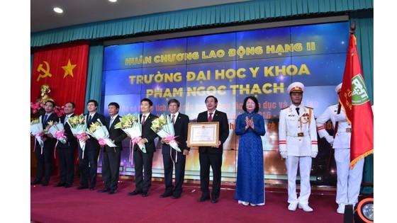 Trường Đại học Y khoa Phạm Ngọc Thạch đón nhận Huân chương Lao động hạng Nhì ảnh 1