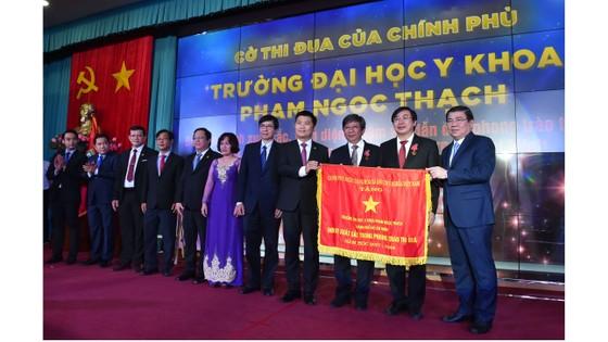 Trường Đại học Y khoa Phạm Ngọc Thạch đón nhận Huân chương Lao động hạng Nhì ảnh 2