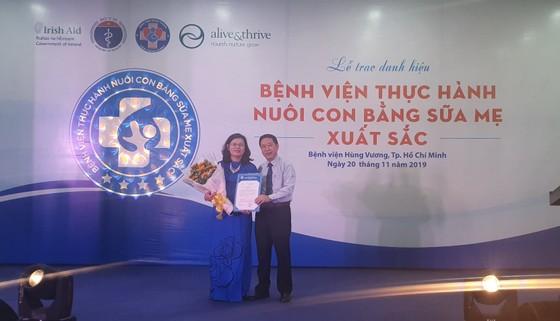 Bệnh viện đầu tiên tại TPHCM đạt danh hiệu thực hành nuôi con bằng sữa mẹ xuất sắc ảnh 1