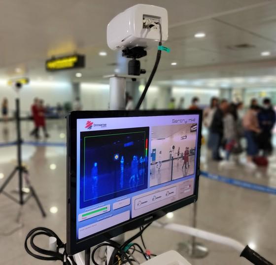 Siết chặt công tác phòng chống dịch bệnh viêm hô hấp cấp tại sân bay quốc tế Tân Sơn Nhất ảnh 5