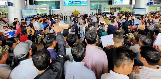 Siết chặt công tác phòng chống dịch bệnh viêm hô hấp cấp tại sân bay quốc tế Tân Sơn Nhất ảnh 4