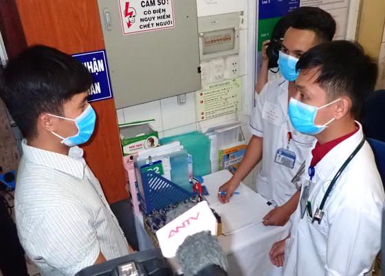 Diễn tập 2 tình huống khẩn cấp tiếp nhận bệnh nhân nhiễm virus Corona ảnh 2