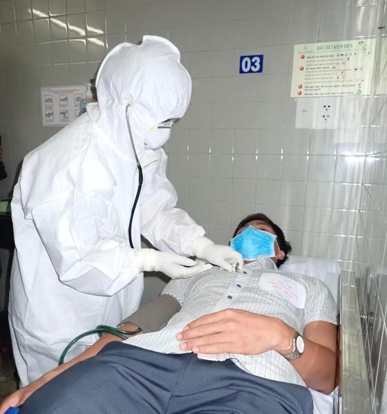 Diễn tập 2 tình huống khẩn cấp tiếp nhận bệnh nhân nhiễm virus Corona ảnh 5