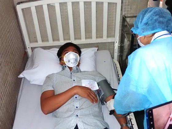 Diễn tập 2 tình huống khẩn cấp tiếp nhận bệnh nhân nhiễm virus Corona ảnh 12