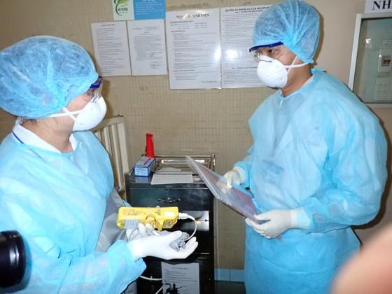 Diễn tập 2 tình huống khẩn cấp tiếp nhận bệnh nhân nhiễm virus Corona ảnh 13