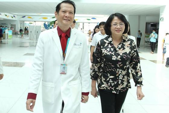 Phó Chủ tịch nước Đặng Thị Ngọc Thịnh thăm hai bé song sinh Trúc Nhi – Diệu Nhi ảnh 2