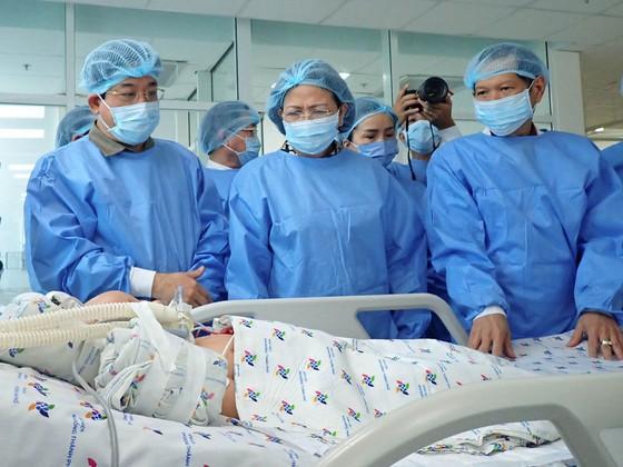 Phó Chủ tịch nước Đặng Thị Ngọc Thịnh thăm hai bé song sinh Trúc Nhi – Diệu Nhi ảnh 5