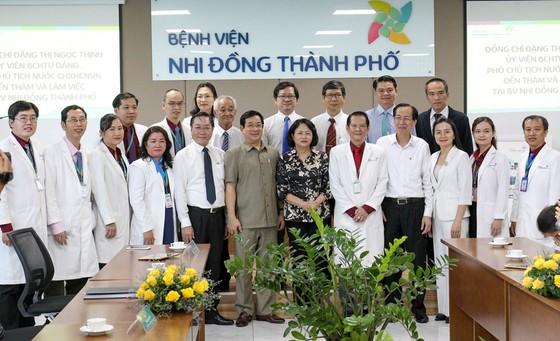 Phó Chủ tịch nước Đặng Thị Ngọc Thịnh thăm hai bé song sinh Trúc Nhi – Diệu Nhi ảnh 1