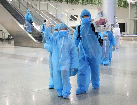 300 người 'mắc kẹt' ở Đà Nẵng đã trở về TPHCM ảnh 6