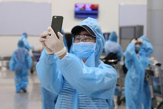 300 người 'mắc kẹt' ở Đà Nẵng đã trở về TPHCM ảnh 7