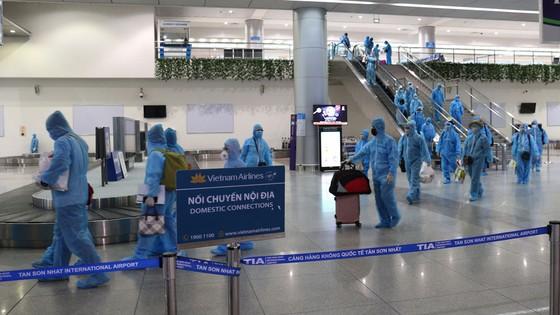 300 người 'mắc kẹt' ở Đà Nẵng đã trở về TPHCM ảnh 1