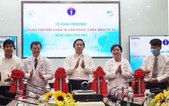 Bệnh viện Chợ Rẫy kết nối tư vấn, khám chữa bệnh từ xa với hơn 300 điểm cầu ảnh 1