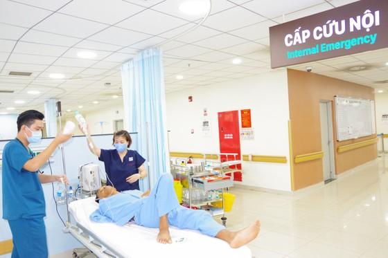 Cấp cứu bằng đường hàng không đưa bệnh nhân từ Trường Sa về đất liền điều trị ảnh 1
