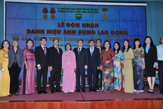 Trường Đại học Y khoa Phạm Ngọc Thạch đón nhận danh hiệu Anh hùng Lao động thời kỳ đổi mới ảnh 1