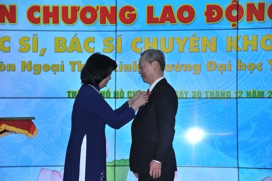 Trường Đại học Y khoa Phạm Ngọc Thạch đón nhận danh hiệu Anh hùng Lao động thời kỳ đổi mới ảnh 3