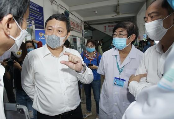 Sáng 8-3, triển khai những mũi tiêm vaccine ngừa Covid-19 đầu tiên tại TPHCM, Hà Nội và Hải Dương ảnh 6