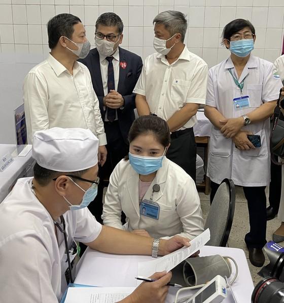Sáng 8-3, triển khai những mũi tiêm vaccine ngừa Covid-19 đầu tiên tại TPHCM, Hà Nội và Hải Dương ảnh 5