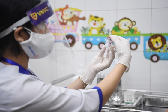 Sáng 8-3, triển khai những mũi tiêm vaccine ngừa Covid-19 đầu tiên tại TPHCM, Hà Nội và Hải Dương ảnh 10