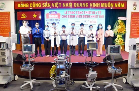 Bệnh viện Bệnh Nhiệt đới tiếp nhận thiết bị y tế trị giá khoảng 6,5 tỷ đồng ảnh 1