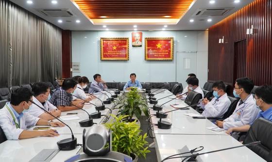 Bệnh viện Chợ Rẫy hỗ trợ Kiên Giang xây dựng 2 bệnh viện dã chiến điều trị Covid-19 ảnh 1