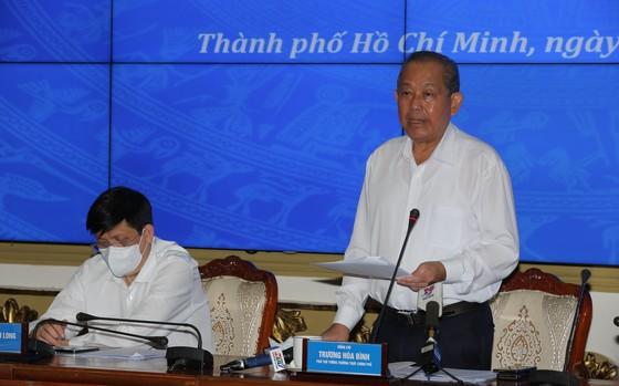 Phó Thủ tướng thường trực Trương Hòa Bình: TPHCM cần kiên trì chống dịch, không lơ là, mất cảnh giác ảnh 1