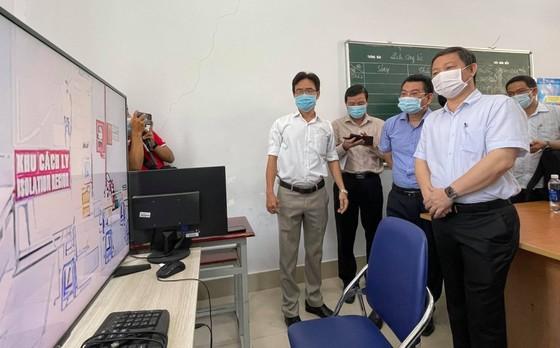 Lãnh đạo TPHCM kiểm tra công tác phòng chống dịch Covid-19 tại chợ, bến xe ảnh 7