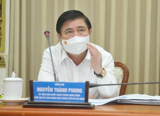Chủ tịch UBND TPHCM Nguyễn Thành Phong yêu cầu kích hoạt toàn bộ phương án chống dịch Covid-19 mức cao nhất ảnh 4