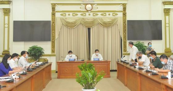 Quang cảnh buổi họp Ban Chỉ đạo phòng chống dịch Covid-19 TPHCM diễn ra sáng 10-5. Ảnh: CAO THĂNG