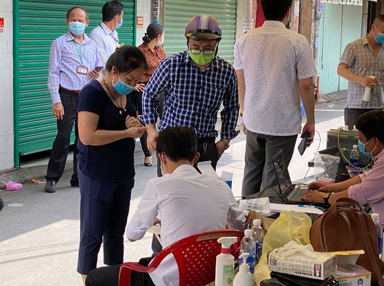Trường hợp nghi ngờ ở quận Phú Nhuận âm tính với SARS-CoV-2 ảnh 1