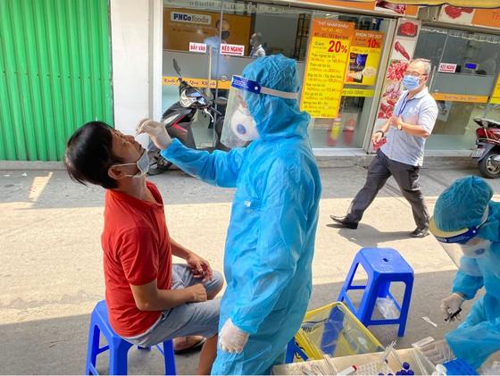 Trường hợp nghi ngờ ở quận Phú Nhuận âm tính với SARS-CoV-2 ảnh 2