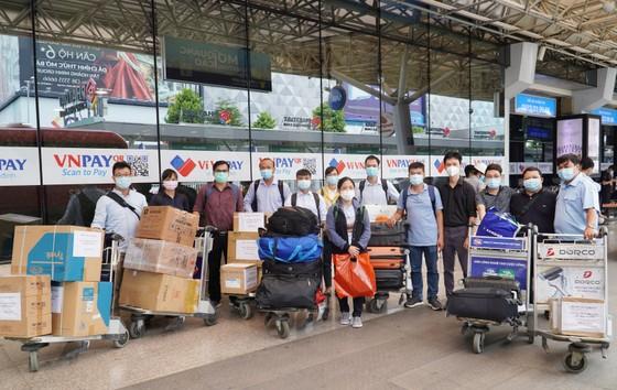 Đội phản ứng nhanh Bệnh viện Chợ Rẫy đến 'điểm nóng' Bắc Giang ảnh 2