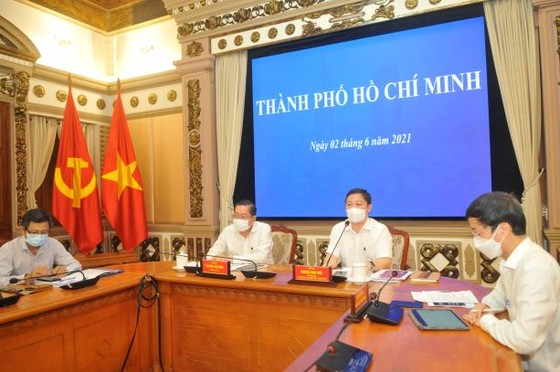 Phó thủ tướng Vũ Đức Đam: TPHCM cần áp dụng robot tự động gọi điện hỏi thăm sức khỏe người dân ảnh 1