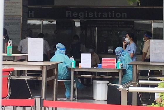 Bệnh viện Đại học Y Dược TPHCM tạm ngừng nhận bệnh vì có nhân viên nghi mắc Covid-19 ảnh 1