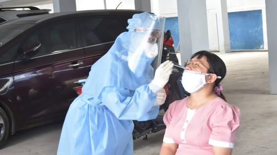 Bộ Y tế kiểm tra công tác lấy mẫu xét nghiệm tại quận Bình Thạnh ảnh 1